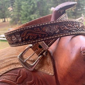 Western Cowgirl Leather Belt Tooled Acorn Pattern